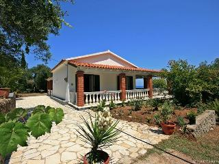 Greek Traditional+Pool, 150m from the sandy beach!, Peritheia