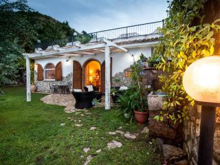 Romantico e incantevole rifugio giardino segreto, Bonifati