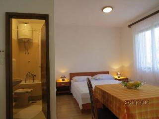 Studio apartment Rina 3, Hvar