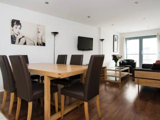 Truman House: Great 2 bedroom flat with roof terrace, 10 minutes from Tower Bridge, London