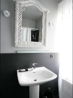 Suite Armoisin bathroom