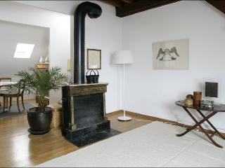 SURAH serviced apartment charming 1920 house, Lausana
