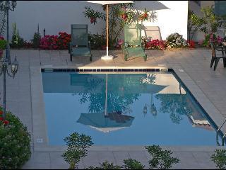 Regin.4BDR,private pool,garden,parking,2km fromsea, Oroklini