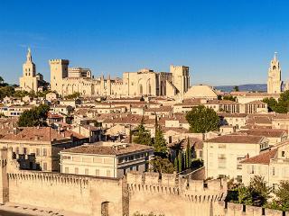 Studio Avignon intra-muros meublé droite