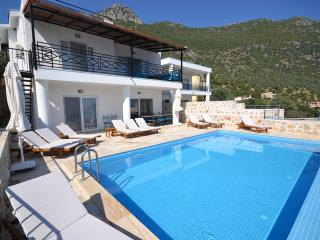 Holiday Villa in Akbel Kalkan sleeps14-114