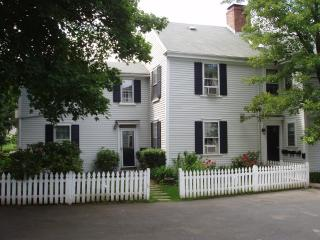 One bedroom apt in historic harbor area, Marblehead
