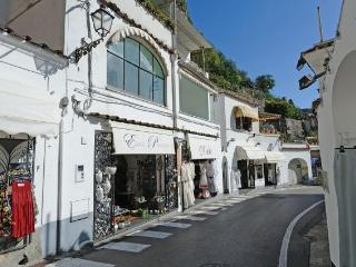 Lucciola with terrace in the heart of Positano