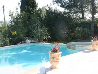 Ground villa with pool, spa, near hiking trail