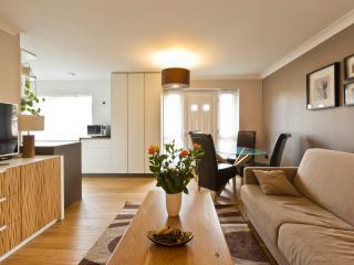 Modern 1 bedroom ground floor flat in Windsor