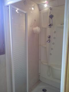 douche hydromassante chambre 2
