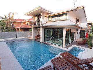 Vichy Villa 01: NEW LUXURY 6 BED POOL VILLA, Pattaya