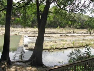 Cliffside Inn Guest House! On the Guadalupe River!, New Braunfels