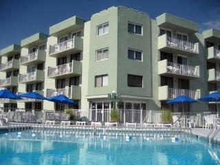 Best Location with Pool  One Bedroom Condo, Wildwood