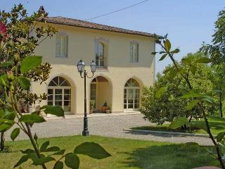 I5.549 - Villa with pool i...