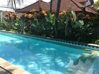 Kuta 2 BR, 3 Queen Beds,Free Breakfast,Shared Pool