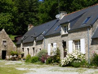 Oak Cottage  with shared heated pool, Guémené-sur-Scorff
