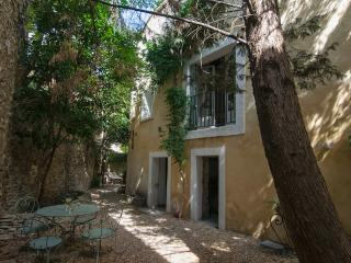 Stunning and Elegant L'Isle sur Sorgue 3 Bedroom Townhouse