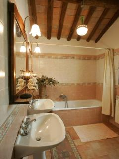 Second floor: bathroom with bath tube, think (WC separated)