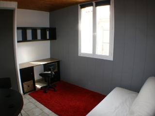 Studio meublé centre ville d'Avignon gauche