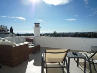 Exclusive semi penthouse with panoramic sea views, Puerto Banús