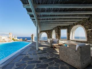 VILLABEAT  |  Villa Livia, Mykonos Town
