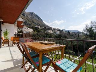 Apartments Tabain - Two-Bedroom Apartment with Balcony and Sea View, Mlini
