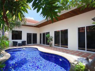Pratumnak Pool Villa 1B, Pattaya