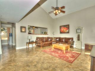 Quiet Desert Escape! Beautiful Family Home, Glendale