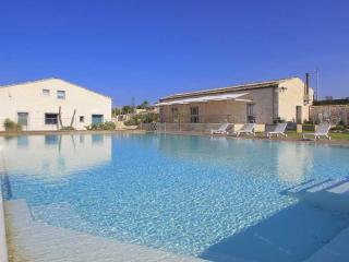 Stromboli, Petrantica Resort with pool, 6 people, Marina di Ragusa