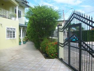 Bayville Holiday Apartment, Port of Spain