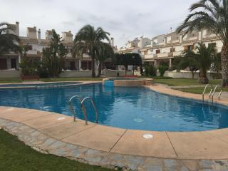 BUNGALOW WITH SWIMMING POOL AND TINNIS COURT, Gran Alacant