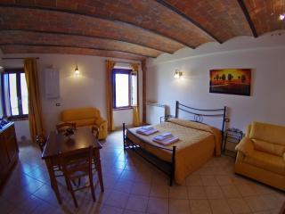 Corbezzolo bedsit house in Tuscany Chianti Hills, Montaperti