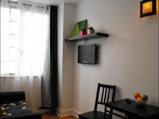 Trois Floras apartment in 18eme - Montmartre {#ha…