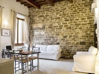 Stone Wall apartment in Duomo {#has_luxurious_ame…, Donnini