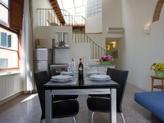 Santa Reparata Loft apartment in Duomo {#has_luxu…