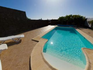 Luxury Villa - Children go FREE! Heated Pool, Playa Blanca