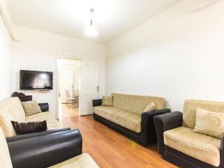 Spacious and Comfortable Apartment in Taksim, Estambul