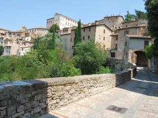 Todi - Stylish Apartment Morandi with balcony