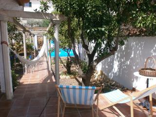 Casa mallorquina con piscina en centro del pueblo., Alaró