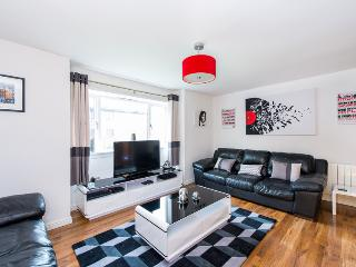 Allanfield Apartment -  free parking and WIFI, Edimburgo