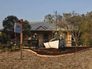 <200 stroll to 90 Mile Beach, Self Contained, Pets, Golden Beach