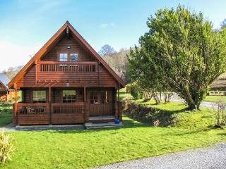 MAES ARTRO LODGE, detached log cabin, ground floor bedroom, communal lawns, Ref