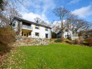 GARDD YNYS, detached, mature grounds with furniture and a hammock, WiFi, woodbur