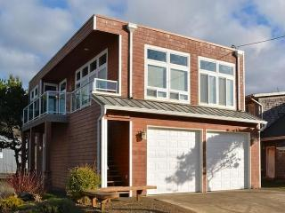 Beautiful condo with partial ocean views - close to the Oregon coast, Rockaway Beach