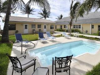 Oceanfront Luxury Home - Walking distance to everything!, Fort Lauderdale