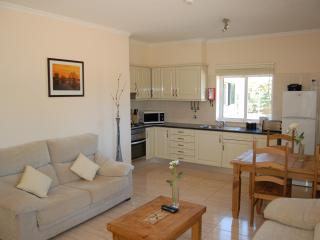 House with air con & shared pool, Algoz