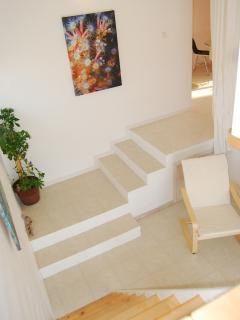 steps from dining room to lounge