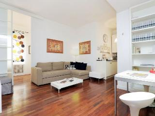 Trevi Fountain II apartment in Centro Storico {#h…, Colonna