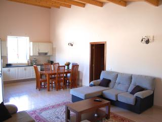 Cosy two-bedroom house in Algoz, Portugal, with air con, terrace and shared swimming pool
