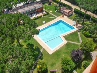 Family apartment on the Costa Brava with 2 bedrooms, balcony & pool access - 200m from the beach!, Blanes